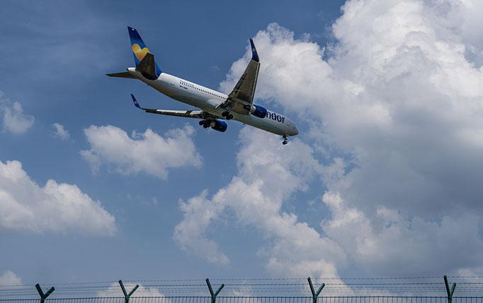 Condor ist eine deutsche Fluggesellschaft mit Sitz in Frankfurt am Main und Basis auf dem Flughafen Frankfurt am Main.
