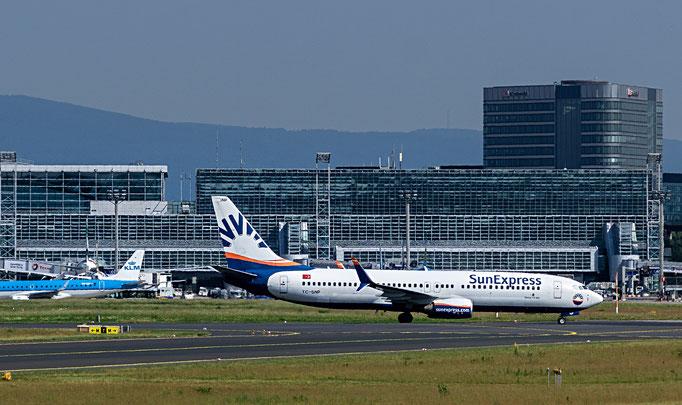 Sunexpress ist eine türkische Fluggesellschaft mit Sitz in Antalya und Basis auf dem Flughafen Antalya.