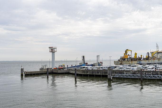 Ausfahrt aus dem Cuxhavener Hafen