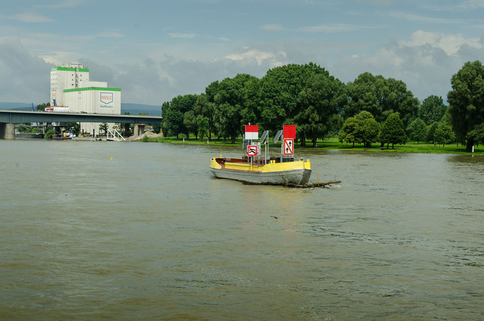 Verkehrszeichen der Flußschifffahrt