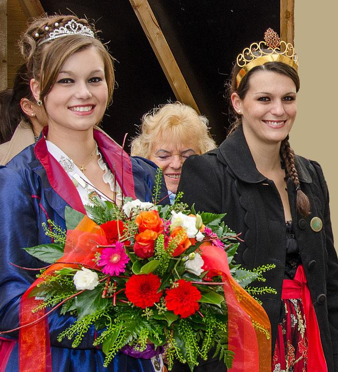 """Franziska Meckinger """"Rosenprinzessin aus Donauwörth"""" und Weinprinzessin Katharina  von der Rotweininsel Wiesenbronn"""