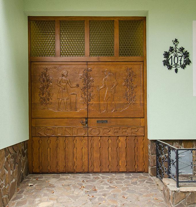 Ein sehr schönes Portal (Weinbauernfamilie Kölndorfer)