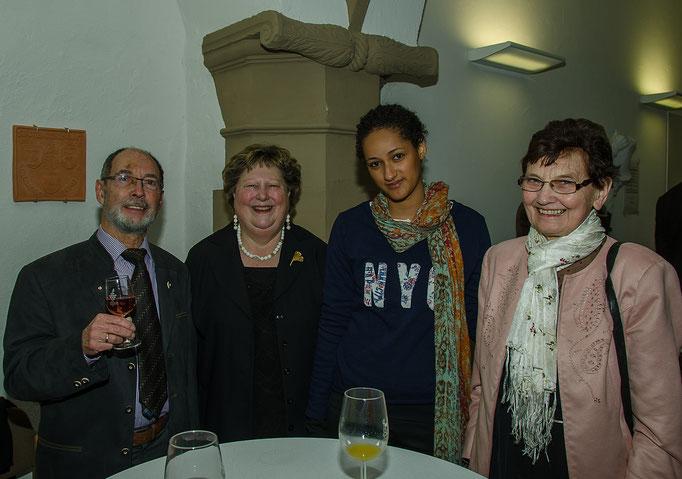 Werner Haupt, Jutta Wallrapp, Chara Lua Nascimento Kaps (Studentin) macht zur Zeit ein Praktikum an der Klinik Kitzinger Land und Marie Hermann