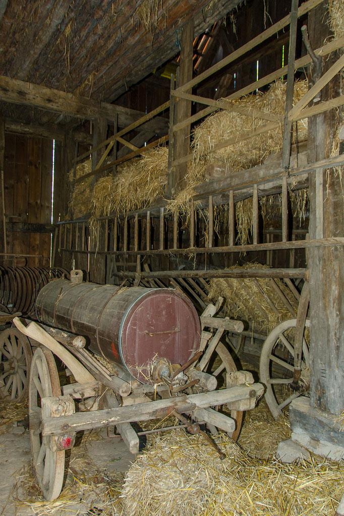 Leiterwagen mit Odelfaß, Bild aus dem Rhöner Museumsdorf Tann