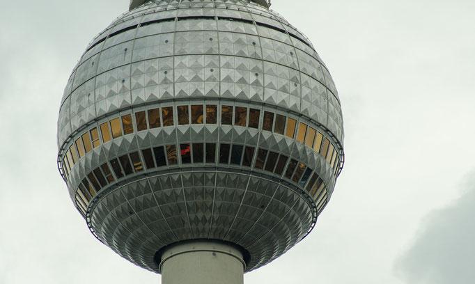 Berliner Fernsehturm, Aussichtsplattform und drehbares Restaurant