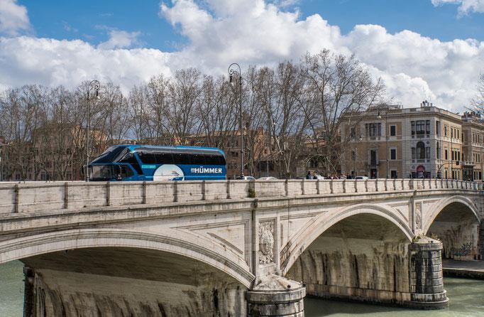 Der Hümmer-Bus kommt