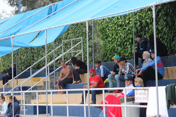 水泳部を応援しにきた留学生