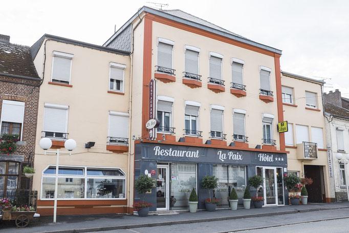 Hôtel et restaurant côté rue