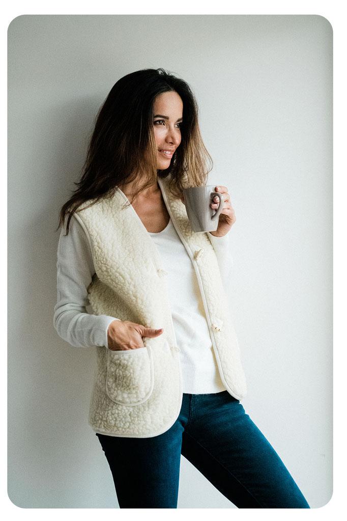 gilet cardigan en laine natureelle de mouton sans manche pour femme avec poches