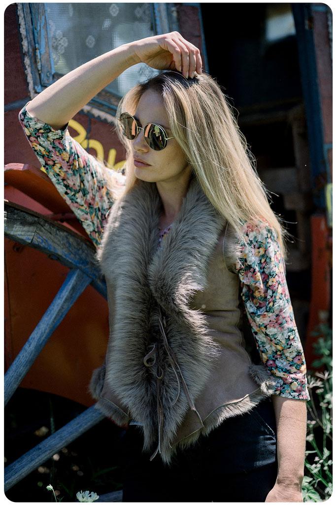 veste en peau d'agneau de toscane fourrure naturelle peau lainée femme peau d'agneau retournée