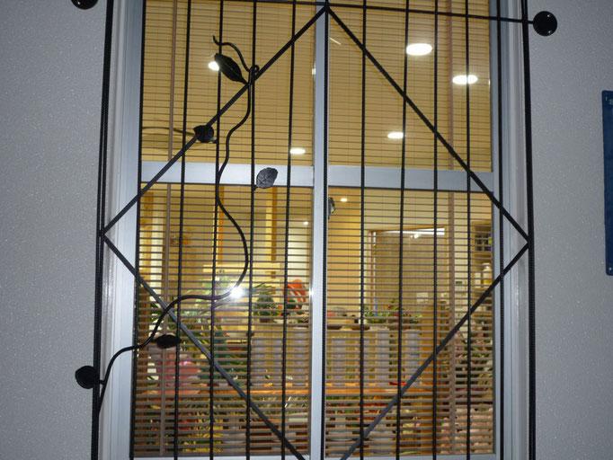 アイアンチューンを使用した窓周りの装飾デザイン