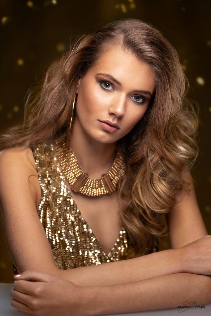 Fotograaf: Sacha van Manen- Model: Demi Landkroon- Make-up & hair: Jacqueline Huijssoon