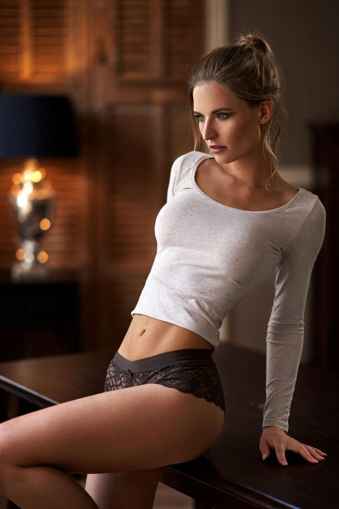 Fotograaf: Maarten Quaadvliet- Model: Cynthia Cremer- Make-up & hair: Jacqueline Huijssoon