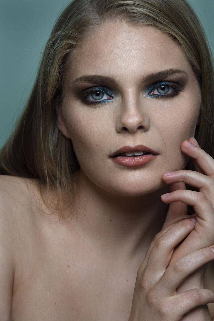 Fotograaf: Raoul le Mans- Model: Freeke den Dulk- Make-up & hair: Jacqueline Huijssoon