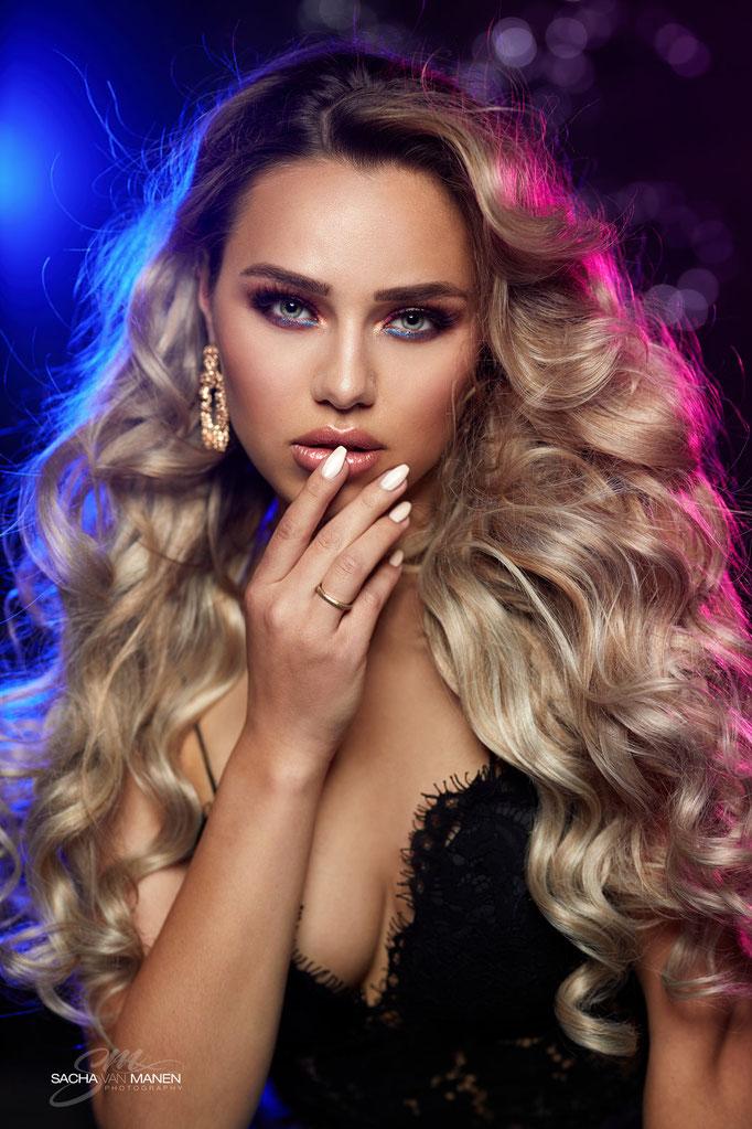 Fotograaf: Sacha van Manen- Model: Bressilla Mulder- Make-up & hair: Jacqueline Huijssoon