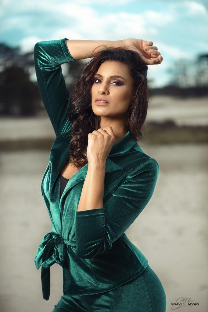 Fotograaf: Sacha van Manen- Model: Jelissa Zuiderwijk- Make-up & hair: Jacqueline Huijssoon