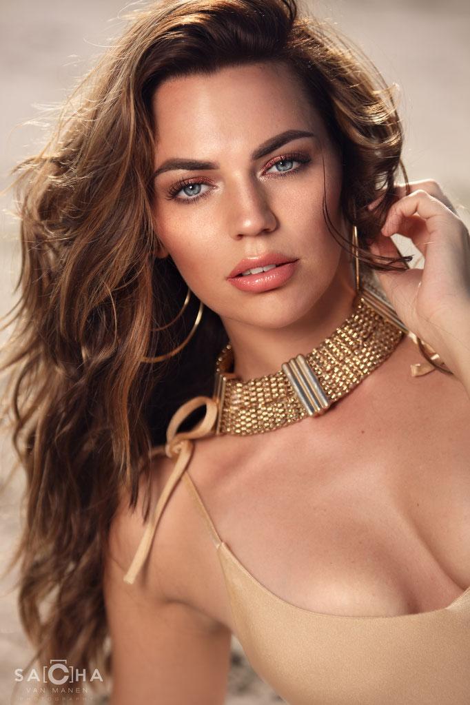 Fotograaf: Sacha van Manen- Model: Priscilla Eelman- Make-up & hair: Jacqueline Huijssoon