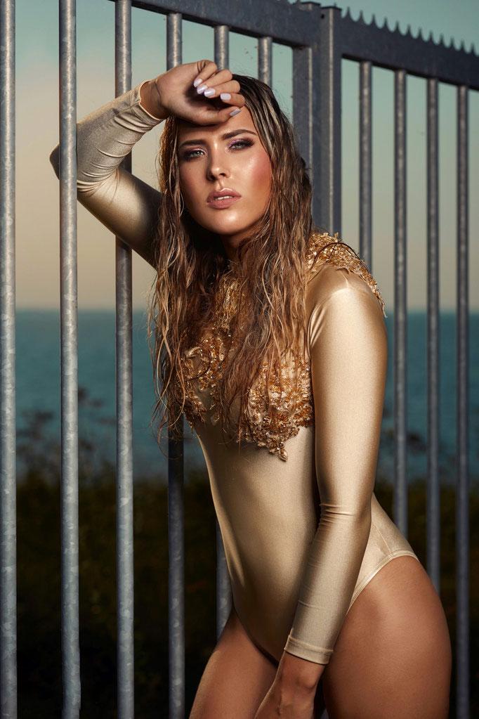 Fotograaf: Sacha van Manen- Model:Romy - Haar Sha Vlijter - Make-up: Jacqueline Huijssoon Styling: Monique Desar