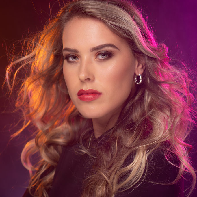 Fotograaf: Dianne Mathieu-Bos-Model: Romy van Boxtel- Make-up & Hair:  Jacqueline Huijssoon