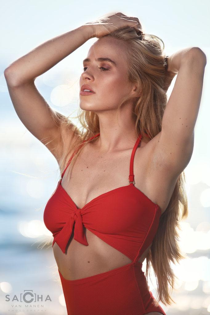 Fotograaf: Sacha van Manen- Model: Summer Langereis- Make-up & hair: Jacqueline Huijssoon