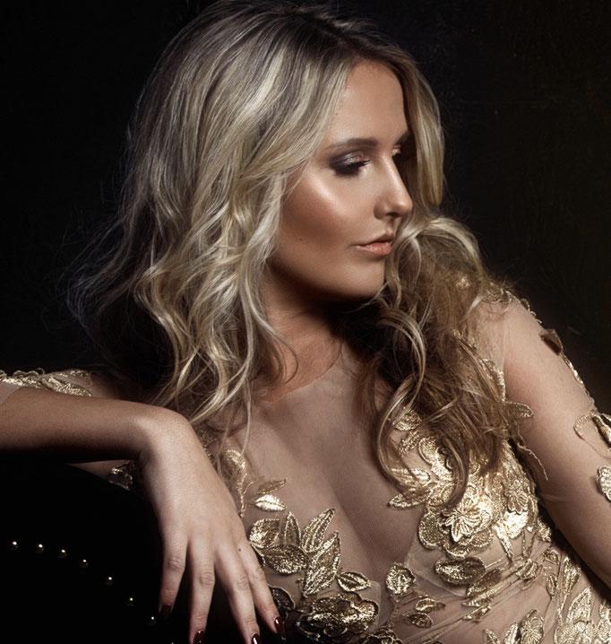 Fotograaf: Sacha van Manen- Model: Evelien Noortman- Make-up & hair: Jacqueline Huijssoon