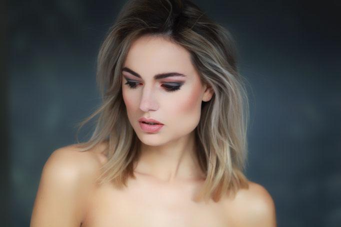 Fotograaf: Ton van Liempd- Model: Lotte Oudwater- Make-up & hair: Jacqueline Huijssoon