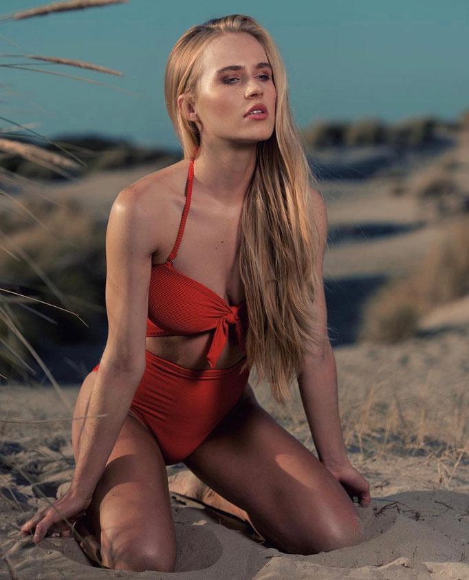 Fotograaf: Peter Isaak- Model: Summer Langereis- Make-up & hair: Jacqueline Huijssoon