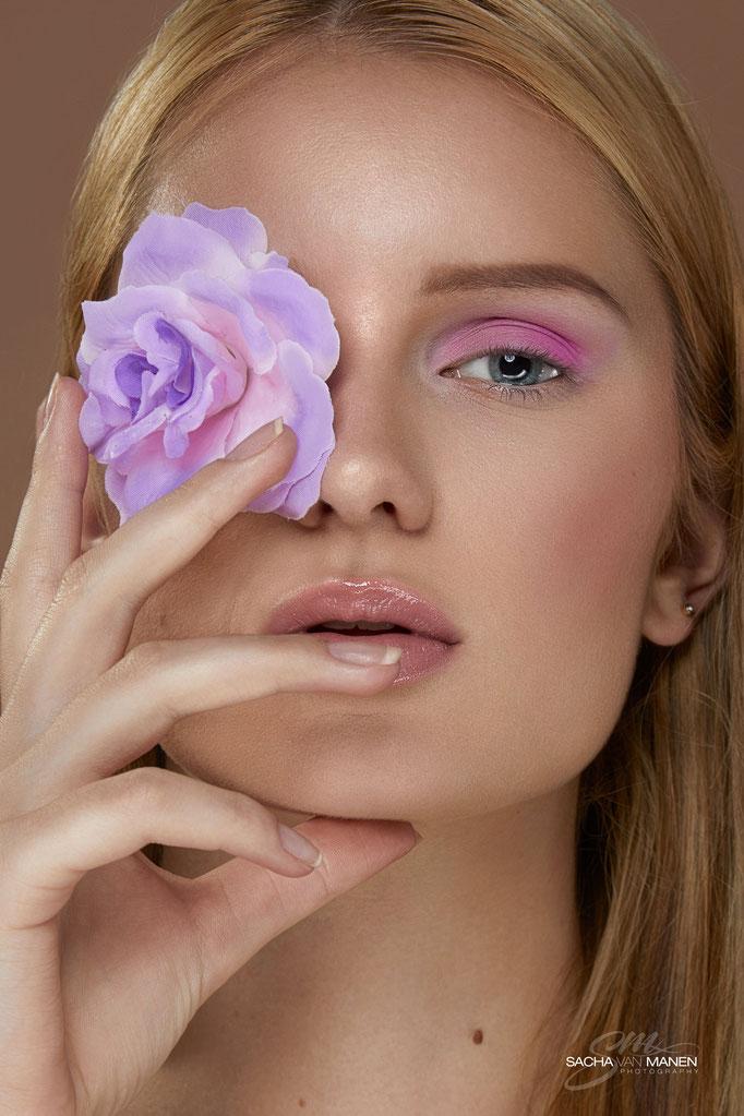 Fotograaf: Sacha van Manen- Model: Lucretia van Langevelde- Make-up & hair: Jacqueline Huijssoon