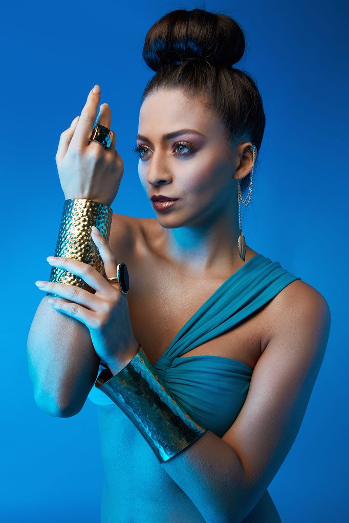 Fotograaf: Richard Tas- Model: Dominique Lousberg- Styling: Rossy Martes- Make-up & hair: Jacqueline Huijssoon