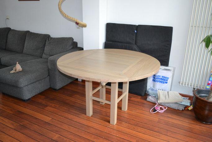 Uitklapeetkamertafel (van rond naar vierkant)