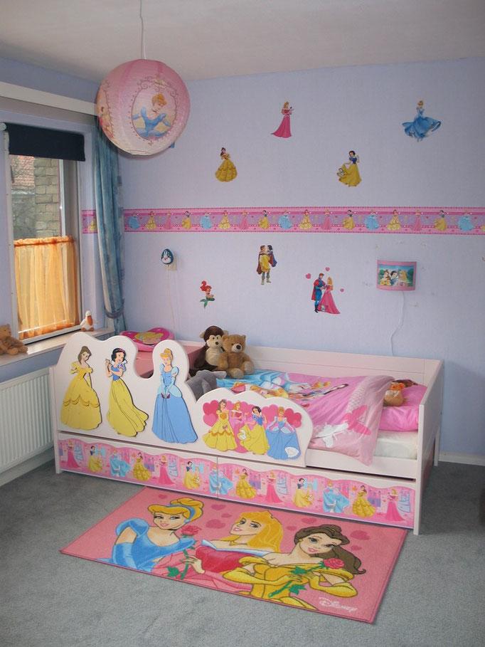Kinderkamer met doorgroeibed