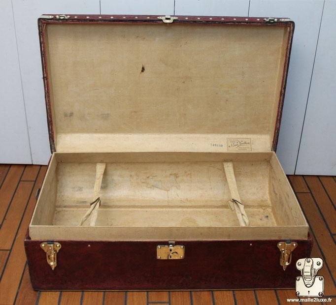 Malle automobile Rouge 1906 Louis Vuitton rare intérieur