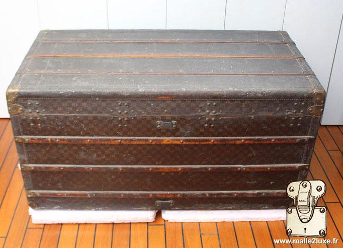Louis Vuitton mail trunk bad