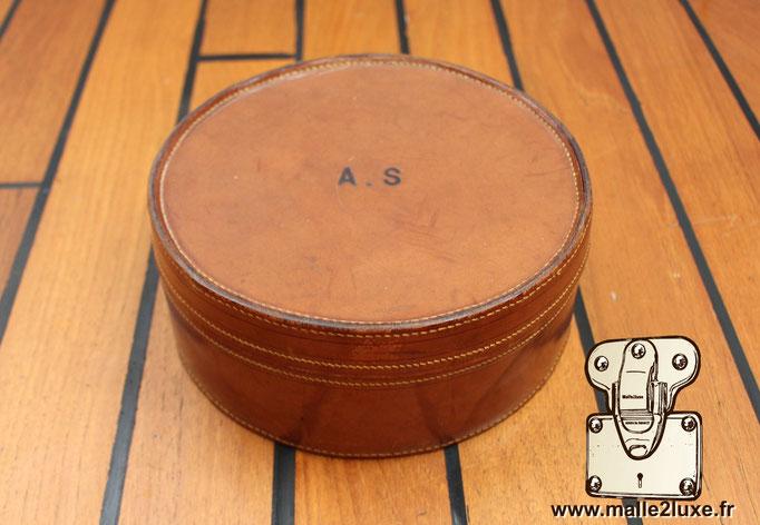 Boite ronde pour cols et manchettes cuir circa 1920
