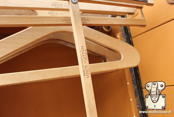 penderie Louis Vuitton malle
