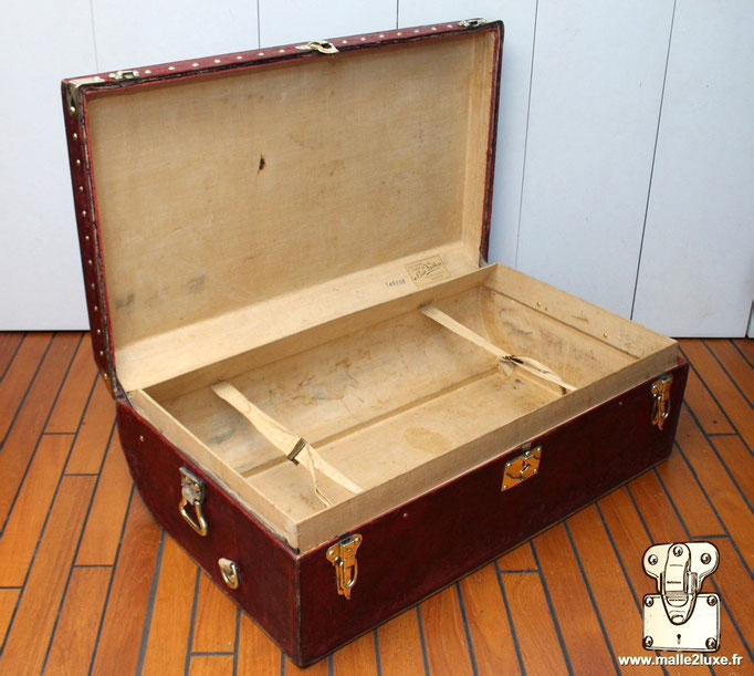 Inside trunk Louis Vuitton rare