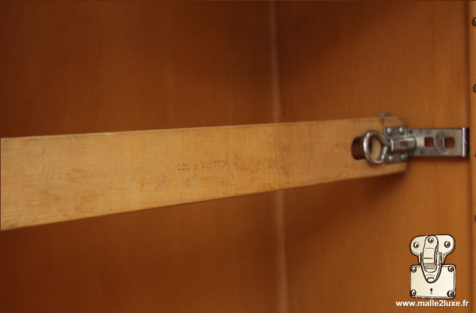 wardrobe Louis Vuitton ancienne