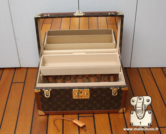 Vanity boite à bouteille Louis Vuitton intérieur femme
