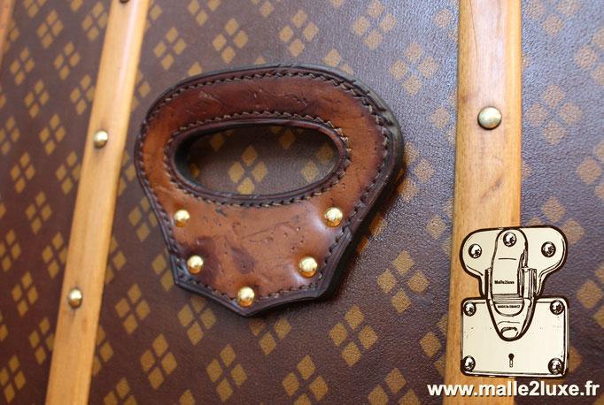 Aux Etats Unis Paris old broken trunk leather handle