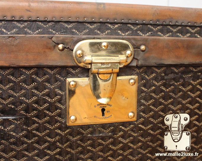 old goyard trunk brass lock