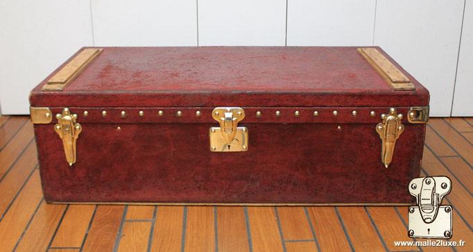 Malle automobile Rouge 1906 Louis Vuitton vuittonite
