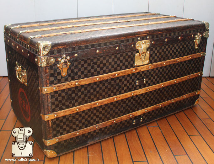 Louis Vuitton mail trunk french