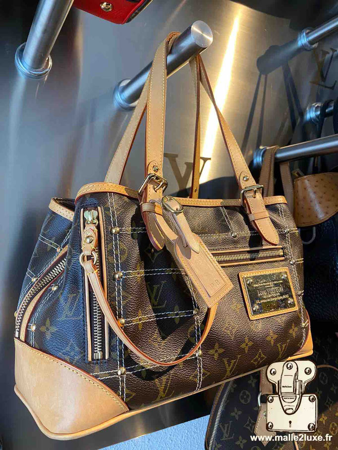 Hand-sewn luxury leather goods bag jewelry by malle2luxe Paris