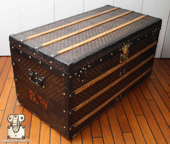 malle courrier table basse Louis Vuitton