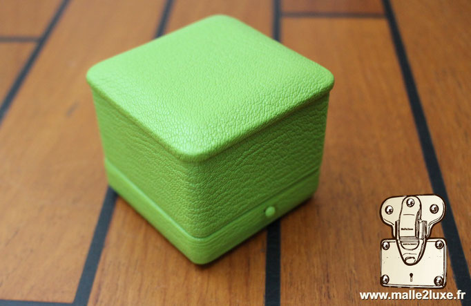 French manufacturer of custom split ring case green sheathed button