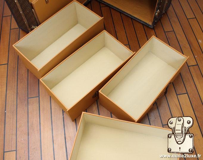 intérieur des tiroirs de malle Vuitton