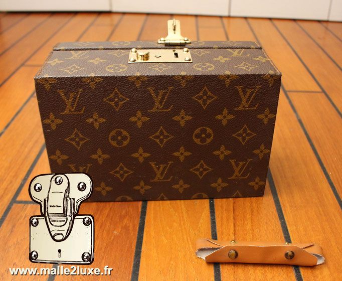 Boite a tout Louis Vuitton  dessous
