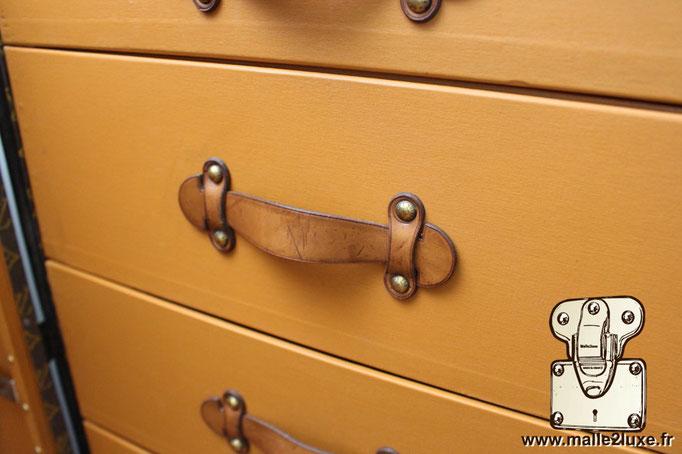poignée de malle wardrobe Louis Vuitton ancienne vintage intérieur tiroir