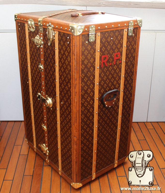Aux Etats Unis Paris old trunk box