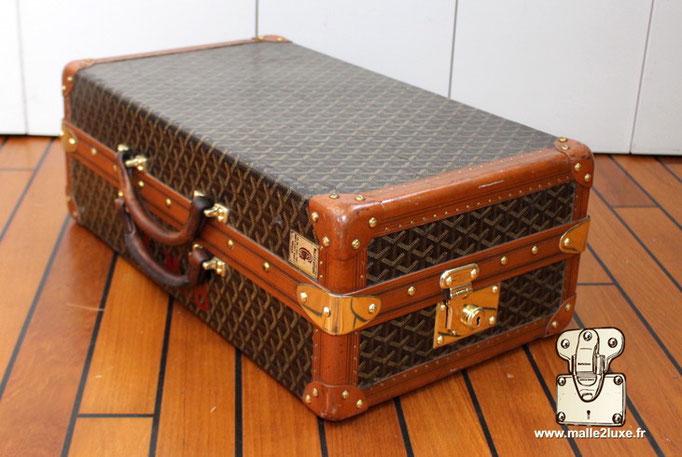lozine a la malle en coin valise goyard